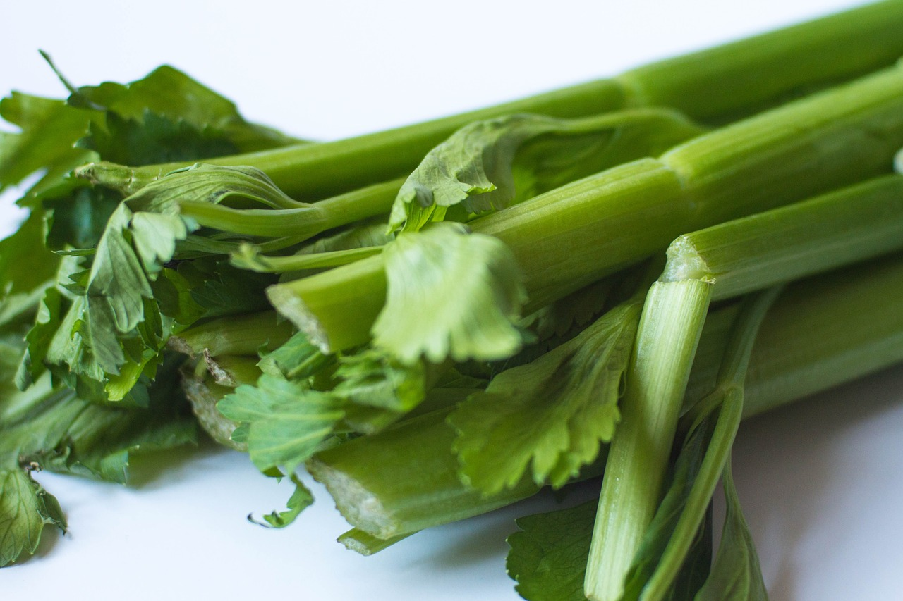 celery natural tooth whiten